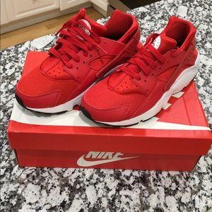 ‼️BRAND NEW‼️ Nike Huarache Run size 7y